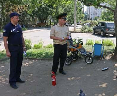 В Харькове люди в формах устраивают рейды по домам и дворам