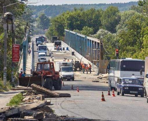 Строительство моста в Изюме вышло на завершающий этап