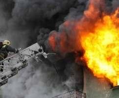 Крупный пожар в Харькове: загорелась многоэтажка напротив Южного вокзала (фото, видео)