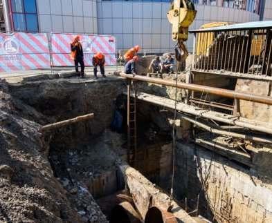 В Харькове на Клочковской ремонтируют магистральную теплокамеру