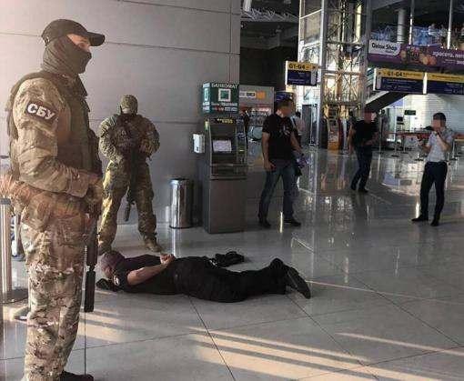 В харьковском аэропорту разоблачили банду полицейских