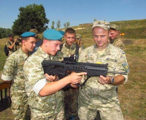 В Харькове детям дали автоматы: фото-факты