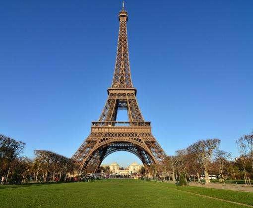 Лучи Эйфелевой башни погаснут до 10 октября