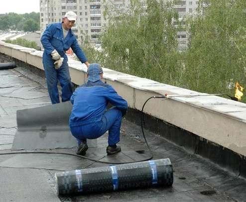В Харькове продолжают ремонтировать крыши домов