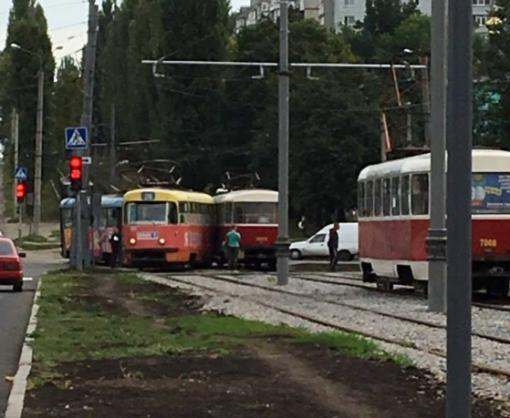 В Харькове на Салтовке столкнулись два трамвая
