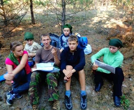 Под Харьковом детей учили переправляться через реку и помогать раненым