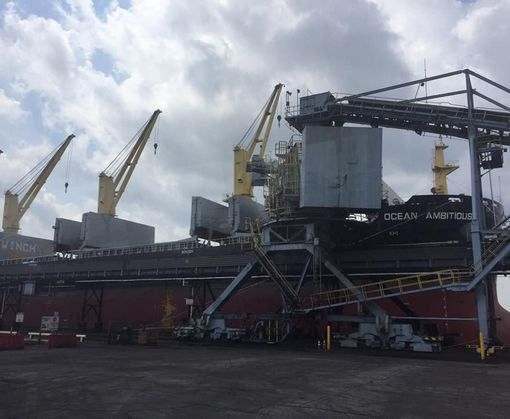 В Украину прибыло первое судно с американским углем