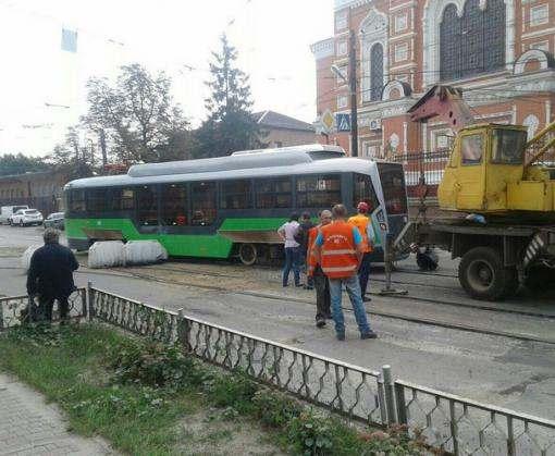 В Харькове сошел с рельсов новый трамвай