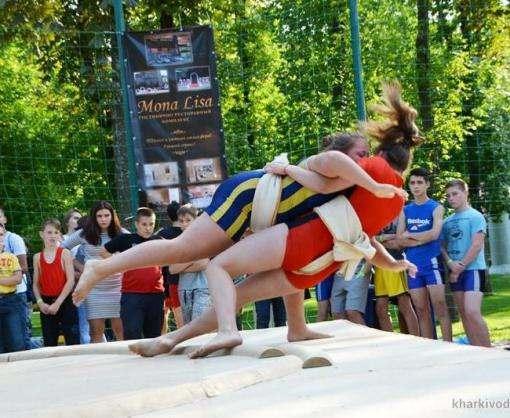 В Харькове впервые состоялся турнир по пляжной борьбе