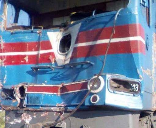 Крушение под Харьковом: поезд снес грузовик (фото)