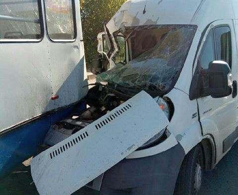 ДТП в Харькове: троллейбус попал в аварию