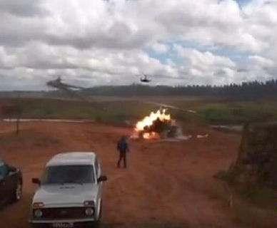 На учениях Запад-2017 вертолет нанес ракетный удар по зрителям: видео-факт
