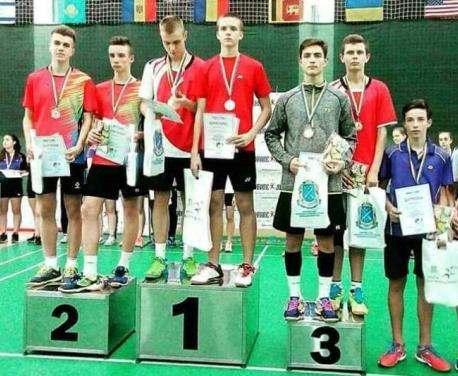 Харьковские бадминтонисты завоевали шесть наград украинского турнира юниоров