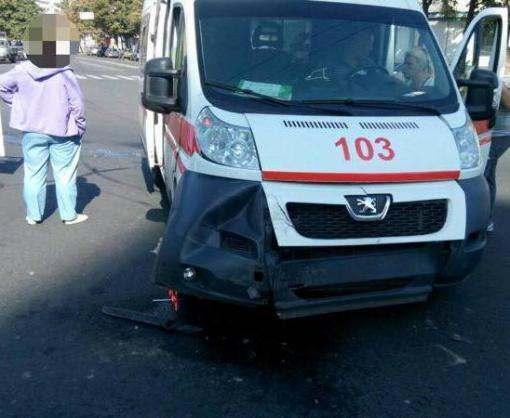 ДТП в Харькове: на проспекте Гагарина «скорая» угодила в аварию