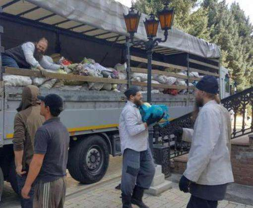 В Святогорскую Лавру доставили продукты для переселенцев