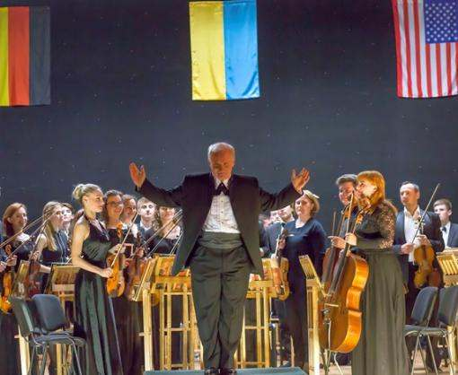 Как «малонадежный» оркестр в Харькове «зажигал»