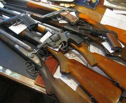 Полиция просит сдать оружие