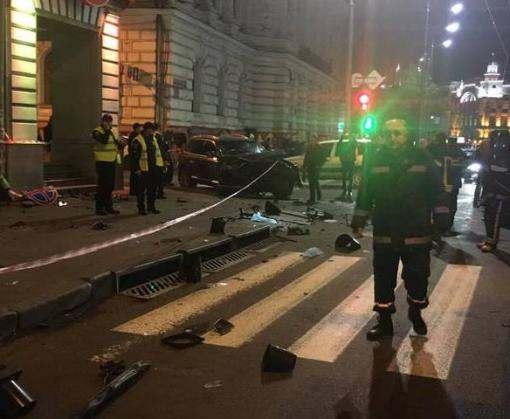В центре Харькова автомобиль врезался в пешеходов: шестеро погибших (фото, видео +18, обновлено)