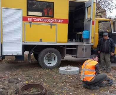 В Харькове меняют чугун на пластик