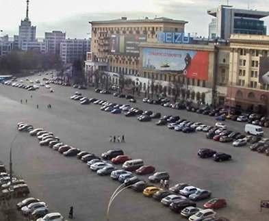 В Харькове начали готовить к рождественским праздникам площадь Свободы