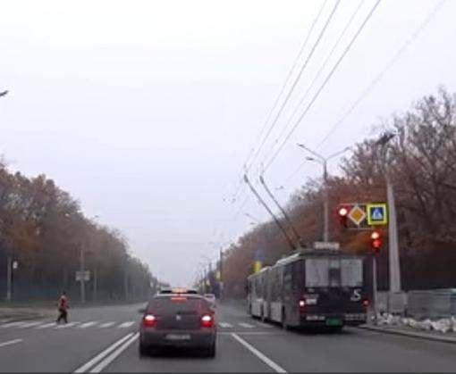 В Харькове уволят водителя троллейбуса, проехавшего на красный