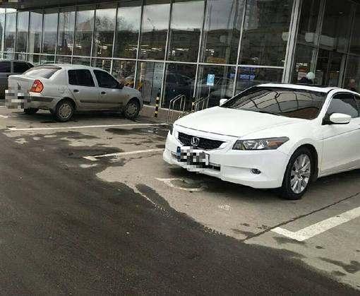 В Харькове начали ловить за неправильную парковку
