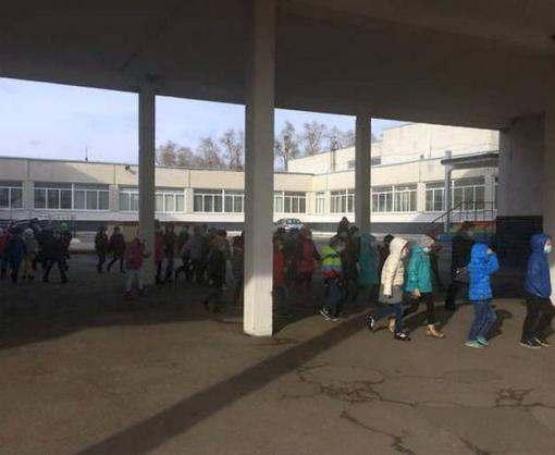 Из школы под Харьковом эвакуировали детей
