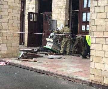 В харьковском вузе взорвали банкомат: фото-факты