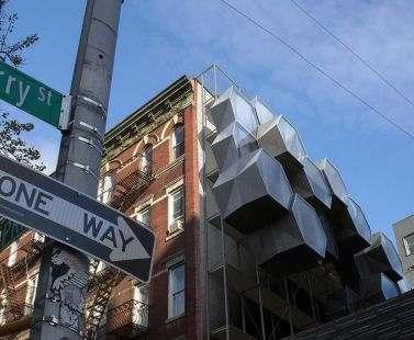 В Нью-Йорке предложили селить бездомных в «пчелиные соты»