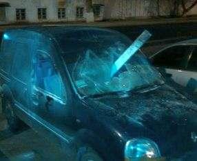 Хулиганы в Харькове разбили машину