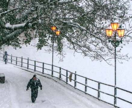 Украину завалило снегом