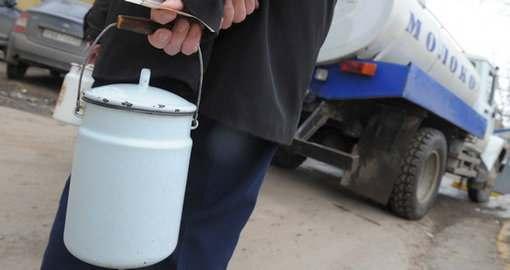 Привозным молоком на «Студенческой» торгуют официально