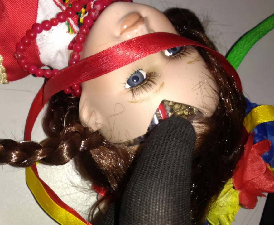 Харьковские таможенники обнаружили куклу с сюрпризом