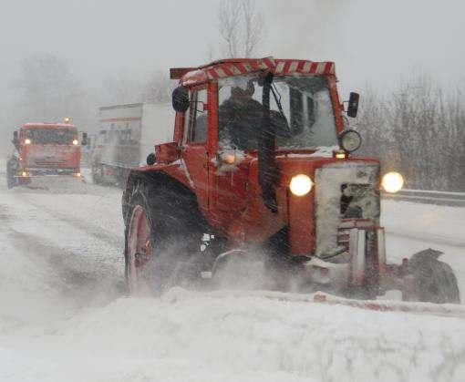 Снегопад остановил движение на трассе Киев – Харьков – Довжанский
