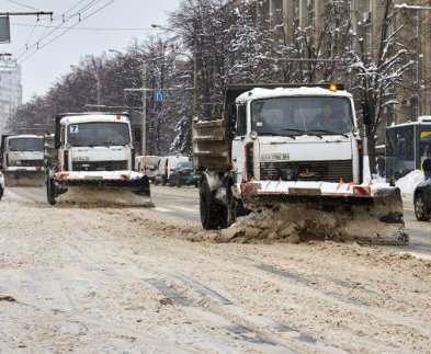 В Харькове дорожники работают круглосуточно