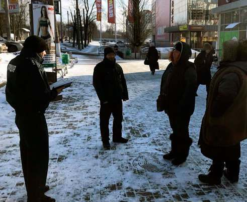 В Харькове штрафуют за курение на улице