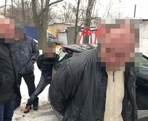 Охранник мойки в Харькове угнал три машины