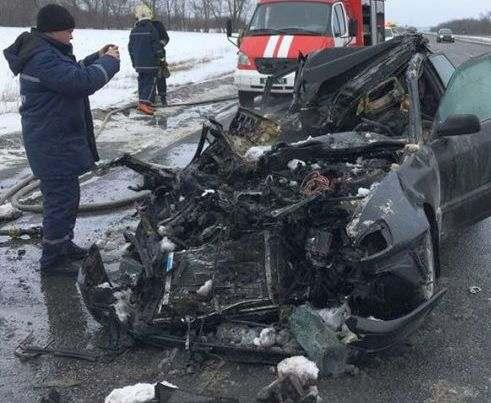 ДТП под Харьковом: Audi протаранила грузовик и загорелась, погибли четверо