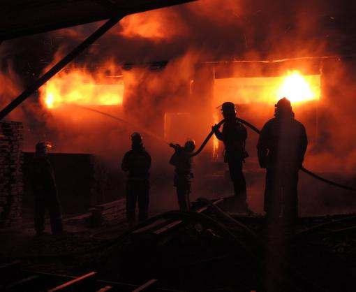 В Харькове на Баварии сгорел жилой дом