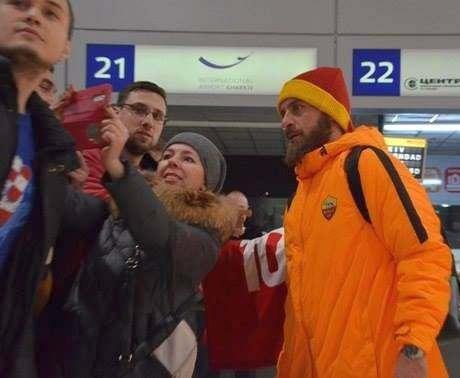 «Рома» в Харькове: как фанаты встретили футболистов в аэропорту