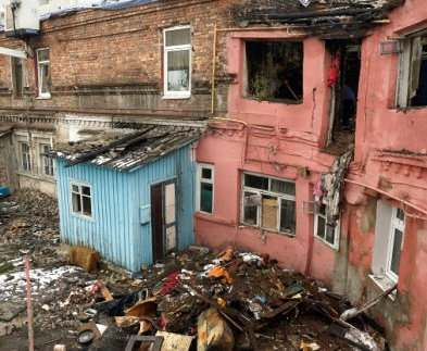 Сгоревший дом в центре Харькова таил смертельную опасность