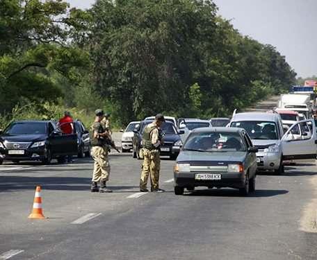 На пунктах пропуска в зоне АТО скопилось 620 автомобилей