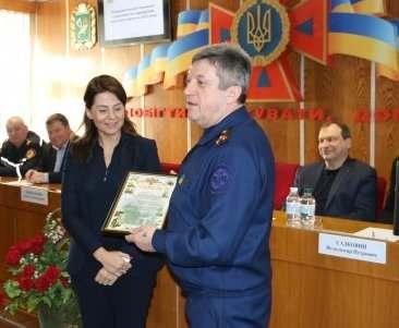 Харьковские спасатели наградили госслужащих