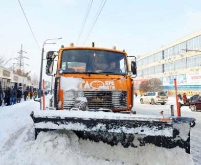 В Харькове в усиленном режиме расчищают снег
