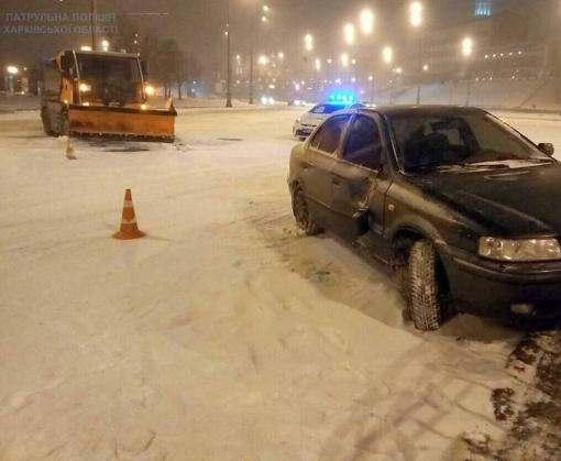Снежное ДТП в Харькове: Bucher Citycat vs Samand