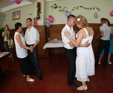 В исправительной колонии состоялось сразу три свадьбы