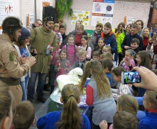 «ЛандауЦентр» устроил в Харькове веселое фруктовое шоу