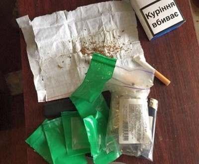 В Харькове полицейские покупали у безработного наркотики
