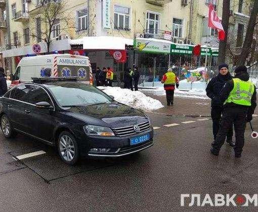В центре Киева автомобиль полиции, сопровождающий кортеж Петра Порошенко, сбил человека