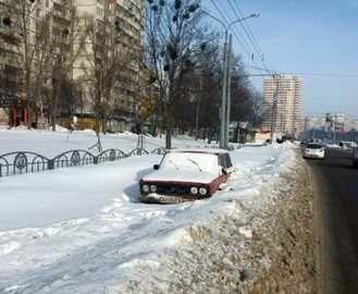 В Харькове на Алексеевке деятельно работает эвакуатор